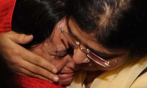 Tears of joys as Pakistanis return safely from Yemen
