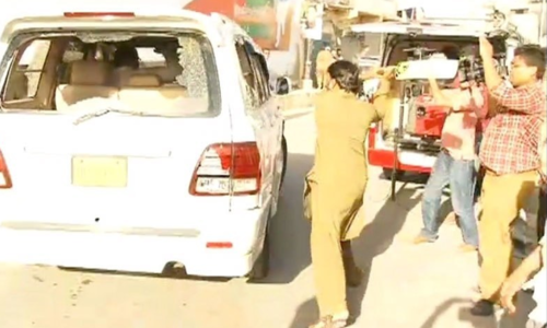 PTI leader's convoy attacked in Karachi's Azizabad, FIR registered