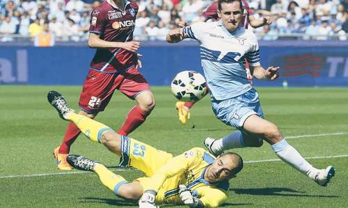 Lazio rout Empoli  to leapfrog Roma  into second