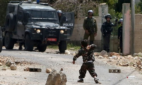 اسرائیلیوں کے سامنے ڈٹ جانے والا 5 سالہ بچہ