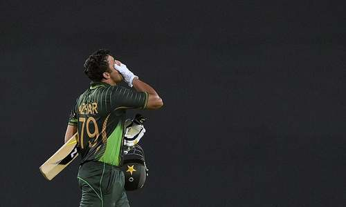 Jittery Pakistan lose top three