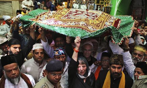 Obama sends chadar to Ajmer Sufi shrine