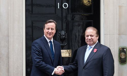 PM Nawaz meets Cameron at 10 Downing Street