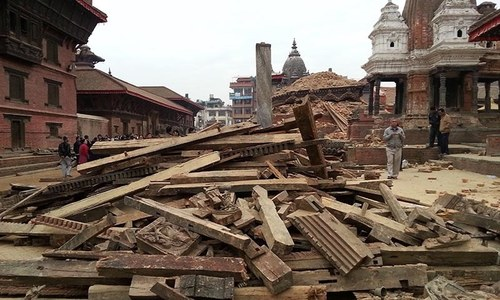 Aid starts coming to Nepal after quake kills nearly 2,400