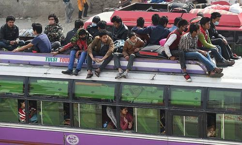 People flee Kathmandu as toll passes 4,300