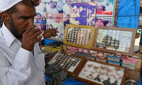 India's street dentists filling gap for the poor