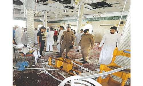 Bomber kills 21 at Saudi mosque