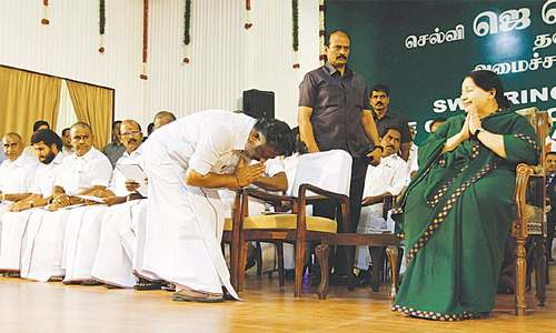 Jayalalithaa becomes Tamil Nadu chief minister for fifth time