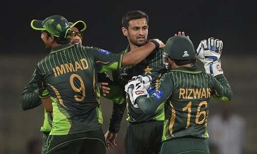 Pakistan recall Malik, Sami for Zimbabwe ODIs