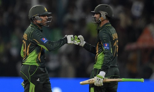 Malik stars as Pakistan post mammoth 375