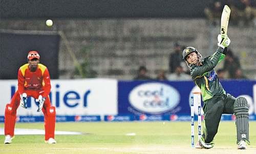 Malik blossoms as Pakistan post mammoth 375-3