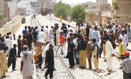 Two low-intensity blasts disrupt rail traffic at Hyderabad, Nawabshah