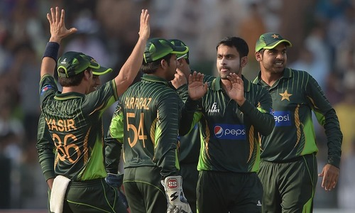 Pakistan's quick strikes leave Zimbabwe in trouble