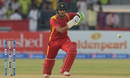 Ton-up Raza helps Zimbabwe post fighting total