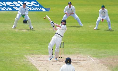 Rain holds up New Zealand's victory bid in final Test