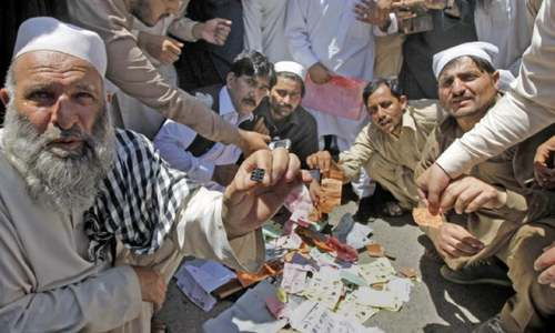 Candidates throng Peshawar DRO office to lodge complaints