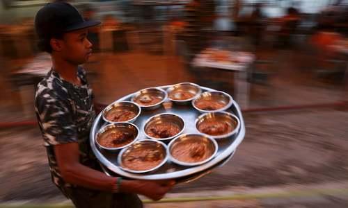 دنیا میں افطار کی رونقیں