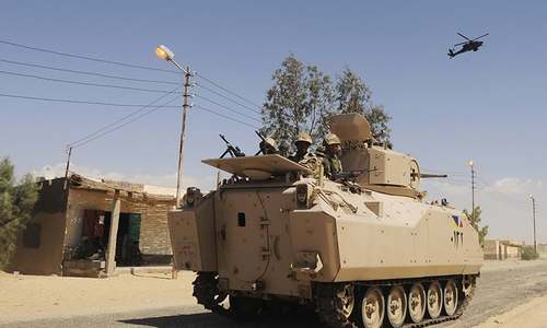 Militants attack Egyptian army checkpoints in Sinai, kill 36