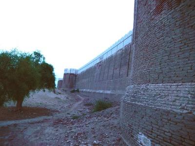 مرکزی برج اور جنوبی دیوار