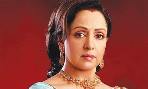 Hema Malini injured, girl killed in car crash