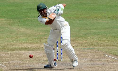 Brilliant Masood, Younis keep Pakistan in the hunt
