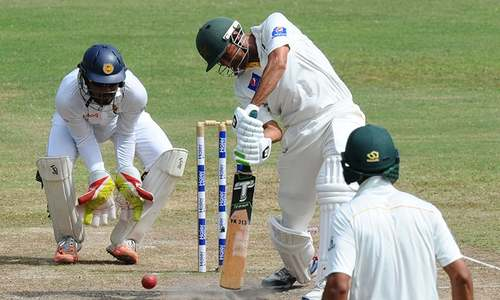 Younis, Misbah drive Pakistan towards historic victory