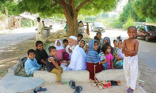 Ustaad jee: Karachi's selfless roadside teacher