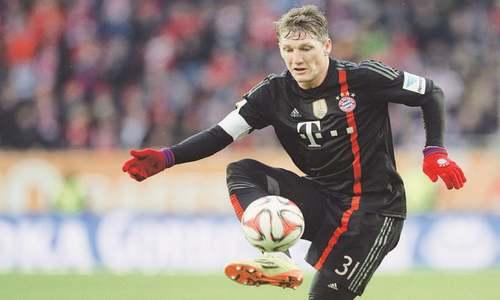 Schweinsteiger heading to Manchester United