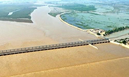 High flood at Taunsa barrage alarms authorities