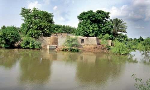 Indus inundates 150 villages  of Layyah