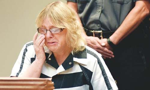 US prison worker pleads guilty in escape of 2 killers