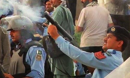 Police shelling protesting residents. ─ DawnNews screengrab