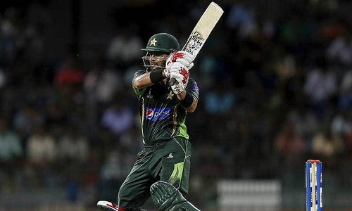 1st T20: Pakistan lose Mukhtar, Hafeez in frenetic start
