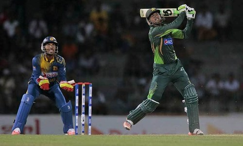 1st T20: Mathews falls as Sri Lanka stumble