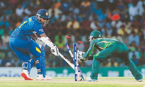 Jayasuriya, Kapugedera help SL set Pakistan tough target