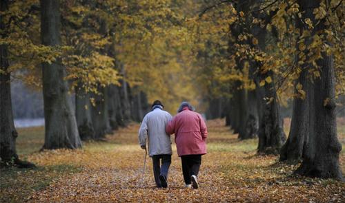 بڑھاپے کو دور رکھنے والی 10 عام عادتیں