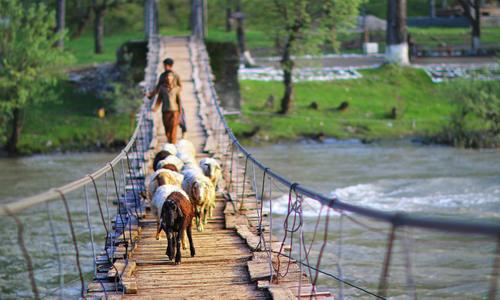 نیل گگن تلے پاکستان کا نیلم