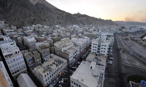 Militants blow up army HQ in Yemen