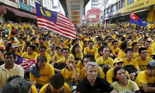 Thousands rally in Malaysia to demand PM's resignation over graft charges