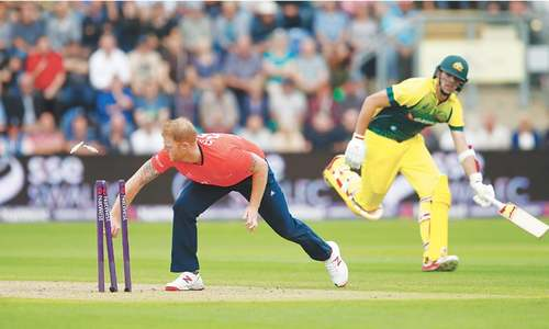 England edge Australia in T20 thriller