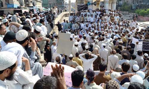 Traders hold rally against withholding tax