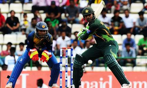 Central contracts: Malik, Azhar get promotion to category A
