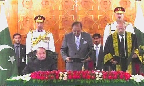 CJP Anwar Zaheer Jamali was sworn in by President Mamnoon Hussain. ─ DawnNews screengrab.