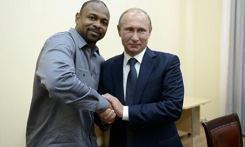 Putin grants Russian citizenship to US boxing champ