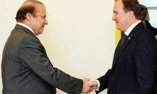 Nawaz and Swedish PM shake hands. ─ Photo: Radio Pakistan