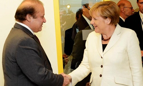 Nawaz meets Germany's Merkel. ─ Photo: Prime Minister's Office official Facebook page.