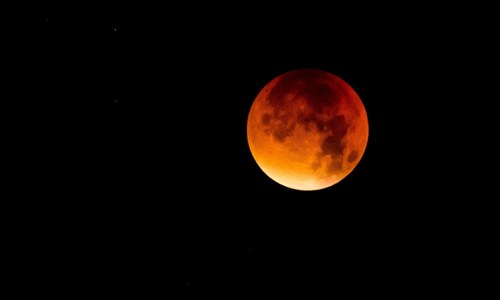 'Super blood moon' shines bright across the world