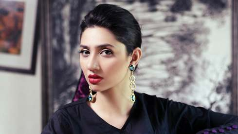Diva who? Mahira floors fans by mopping the stage