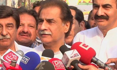 Sardar Ayaz Sadiq speaking to the media on election day. ─ DawnNews screengrab.