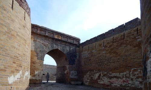 عمر کا سات صدیاں دیکھنے والا قلعہ